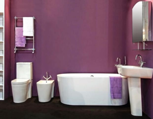 baño de color morado