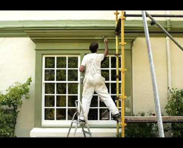 pintando exterior de la casa