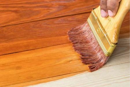 pintando sobre madera