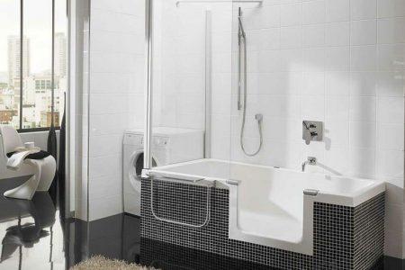 baño accesible con bañera