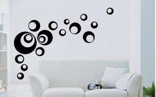 sala color blanco con figuras esféricas