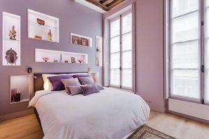 dormitorio color morado claro y oscuro