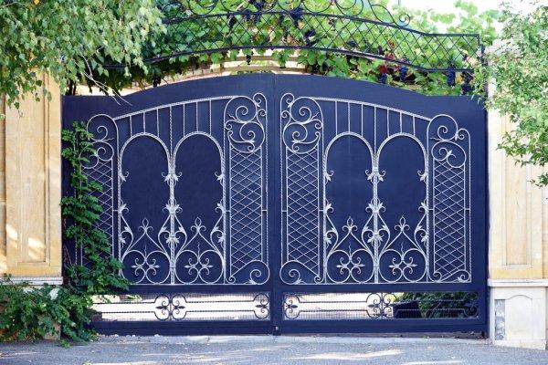 puerta de entrada pintada